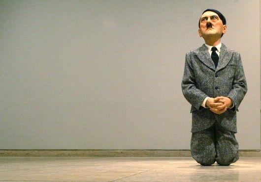 Un fil de discussion en mémoire des millions de victimes des nazis - Page 3 Statue_Hitler