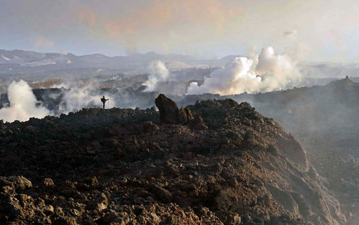 Le volcan Plosky Tolbachnik entre en éruption dans la Russie d'Extrême-Orient péninsule du Kamtchatka, le 7 Décembre 2012