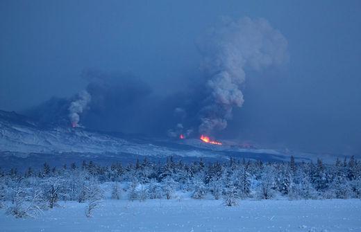 Le volcan russe de la péninsule du Kamtchatka, le Plosky Tolbachnik éclate le 29 novembre 2012