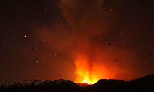 L'Etna en éruption le 1er avril 2012