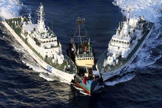 Joute de bateaux de guerres enter la Chine et le Japon