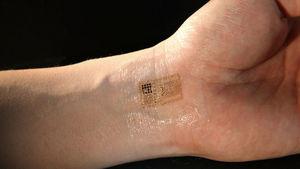 Tatoo Nokia téléphone dans la peau