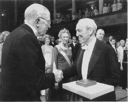 Alfven reçoit le prix Nobel
