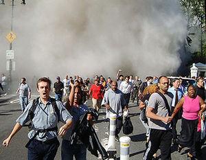 Les événements du 11 septembre ont traumatisé le public américain. L'administration Bush a exploité cette peur et continue à le faire.