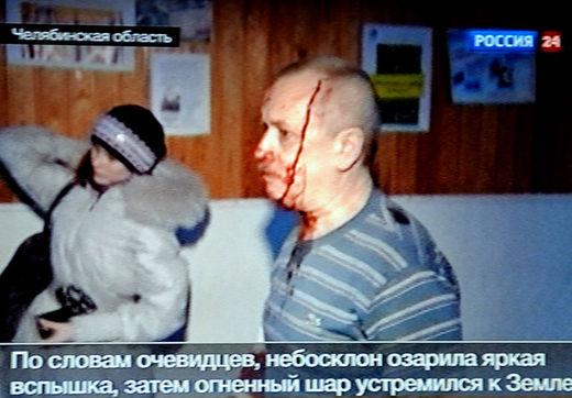 Cet instantané TV montre un blessé de Tcheliabinsk.