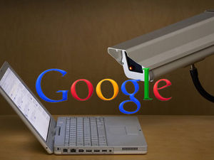 Google confesse surveiller des milliers de comptes d'internautes pour le FBI et la CIA/Camera,Google logo et ordinateur