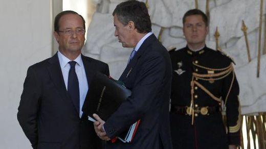 François Hollande et le ministre du Budget, Jérôme Cahuzac, sur le perron de l'Elysée, le 19 septembre 2012.