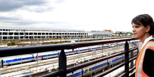 Gare ferroviaire et employee de la SNCF