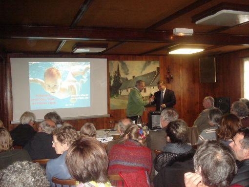 Gilles-Eric Séralini et Robert Bellé lors de la conférence.