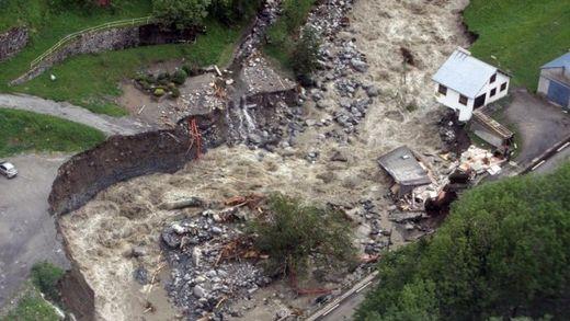 Barèges dévastée par les inondations et glissements de terrain, France, 19.06.2013
