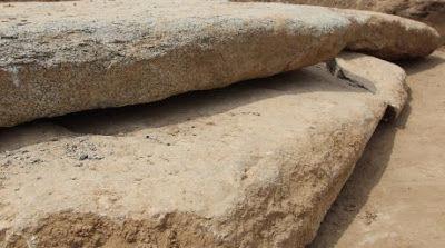 Archéologie, Scythes, Les dalles de pierre qui recouvraient la tombe