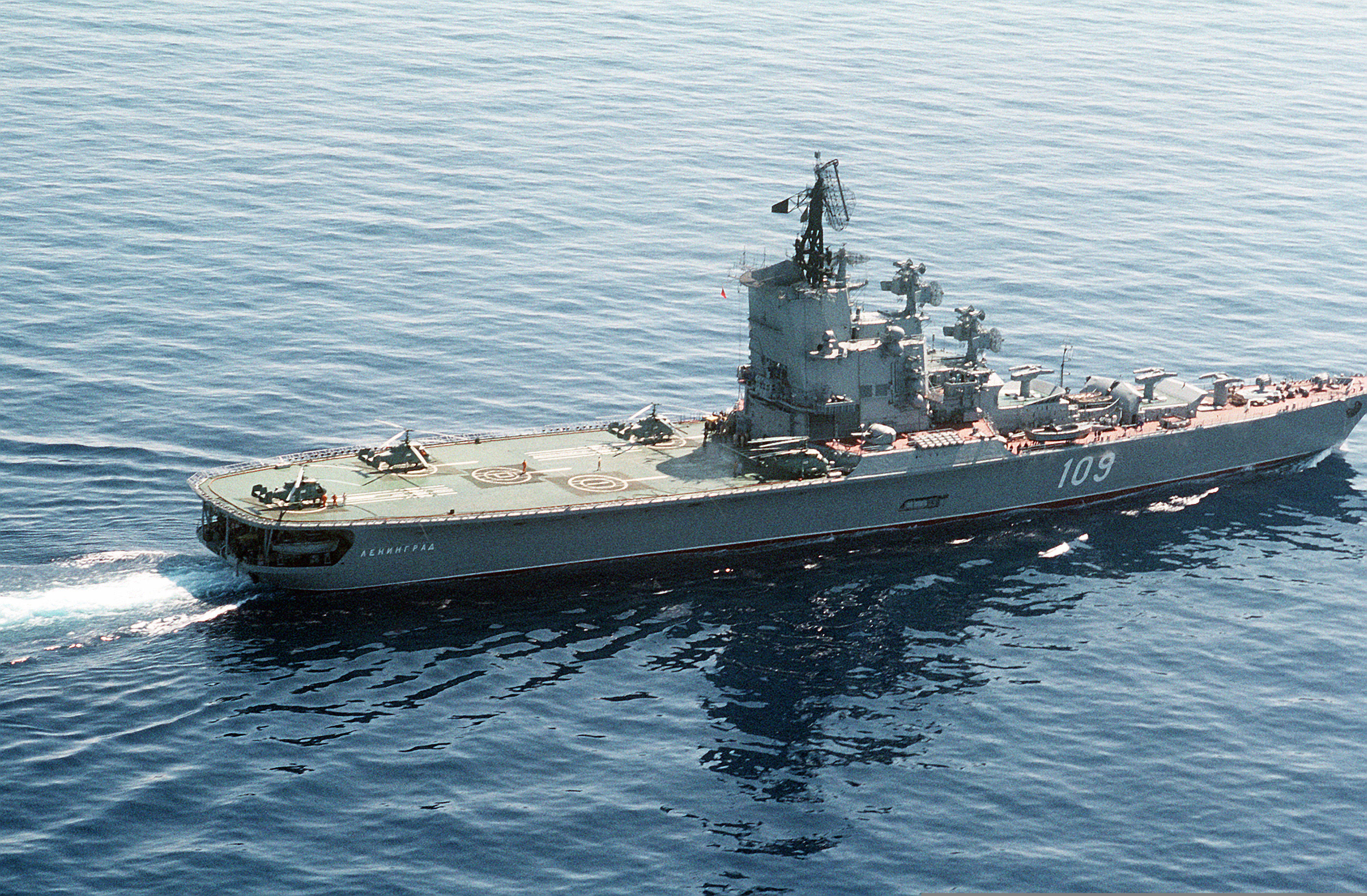 Le vaisseau amiral russe tueur de portes avions en for Porte helicoptere