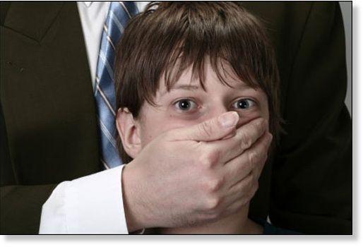 Pédophilie, faire taire les enfants