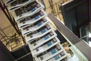 2013 aura été une année noire pour la presse française, nationale, régionale ou magazine: chute des ventes et des recettes publicitaires, déficits généralisés, plans de départs, cessions en rafales, un déclin que les développements numériques ne compensen