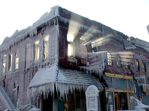 Bâtiment pris dans la glace à Plattsmouth, Nebraska