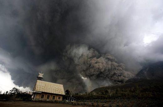 Volcan Sinabung Indonésie éruption