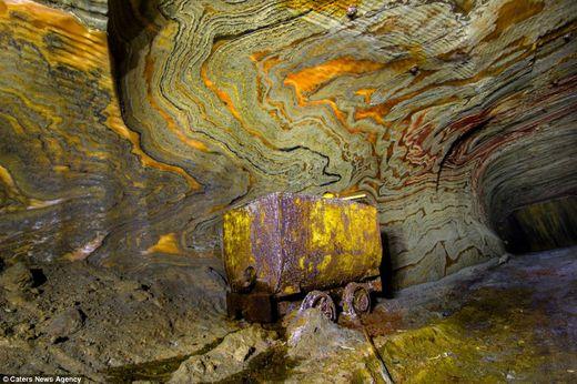 motifs psychédéliques grottes souterraines Oural