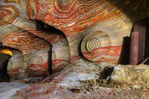 motifs psychédéliques grottes souterraines Oural4