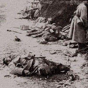 Image de la Première Guerre mondiale. Les soldats blessés et les restes de ceux qui n'ont pas eu de «chance» partageant le même espace.