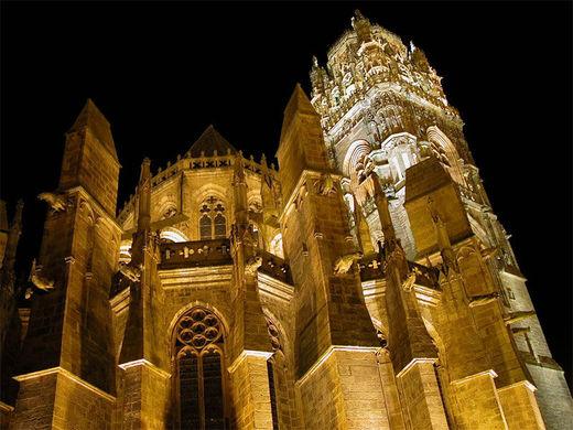 La cathédrale de Rodez de nuit