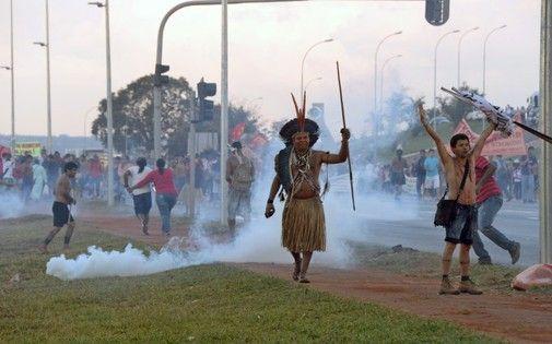 Manifestants à brasilia le 27 mai 2014
