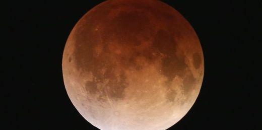 La Lune vue de Miami, le 15 avril 2014, pendant l'éclipse qui la rendait rouge... comme Mars.