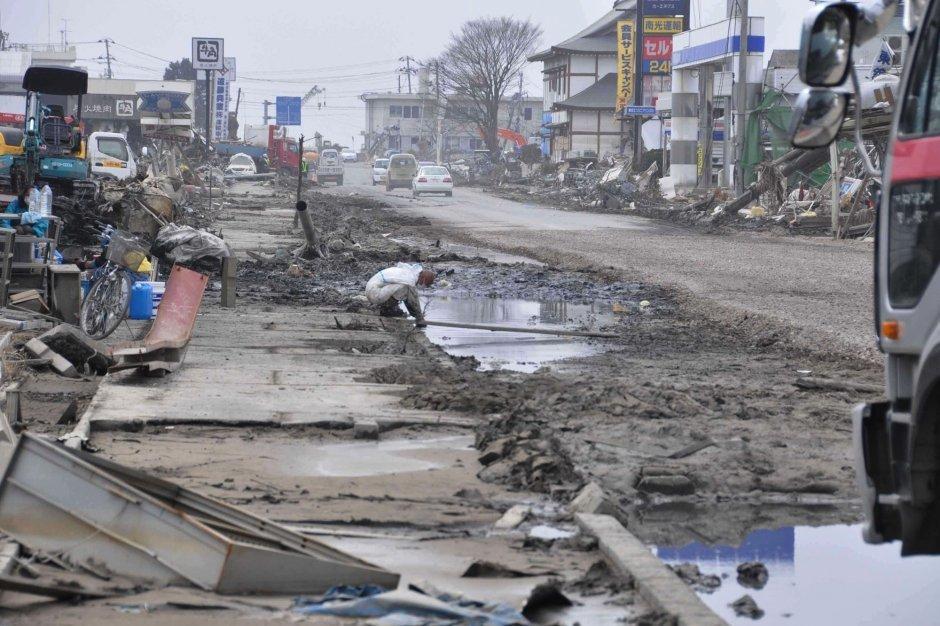 les fant u00f4mes du tsunami hantent encore les japonais