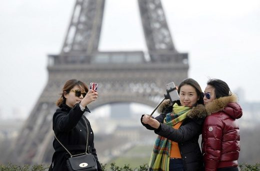 chinese tourists paris robberies