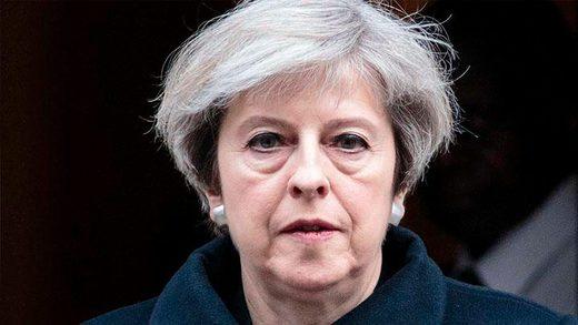 L'esprit de vengeance de Theresa May : elle décrète des sanctions contre son propre pays