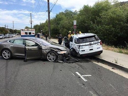 Tesla, accident
