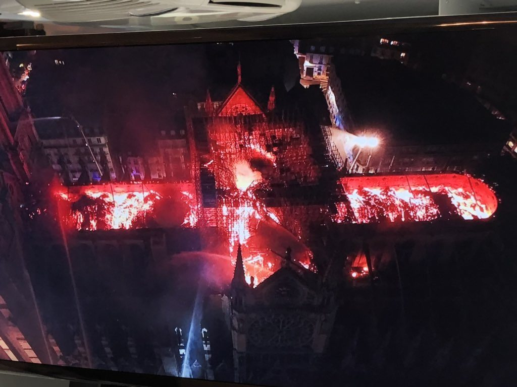 Mais comment Notre-Dame de Paris a-t-elle pu brûler ? - Page 5 Notre_Dame_vue_de_drone