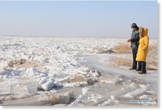 Photo taken on Jan. 3, 2020 shows the frozen Linhe section of the Yellow River