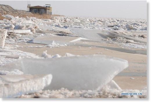 Photo taken on Jan. 3, 2020 shows the frozen Linhe section of the Yellow River in Bayan Nur City